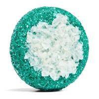 champú sólido zero waste de color azul con sal marina gruesa Flyway