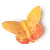 Badebombe in Form eines Schmetterlings in Rot und Gelb