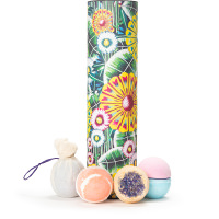 lush bath tub gift with bath bombs