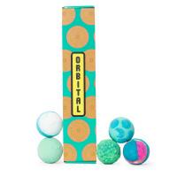 caja de regalo de color azul con 5 productos lush para el baño