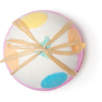 giant luxury lush pud é uma das bombas de banho exclusivas de natal com o formato de uma colo às cores gigante