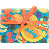 Blaues Geschenk mit buntem Obst und orangener Schleife