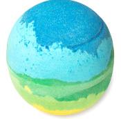 grün blaugefärbte badebombe