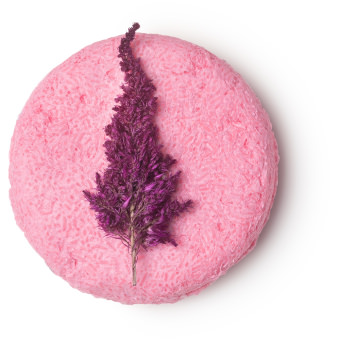 Shampoo solido Angel hair di colore rosa con decorazione di fiori secchi di Astilbe Rosa