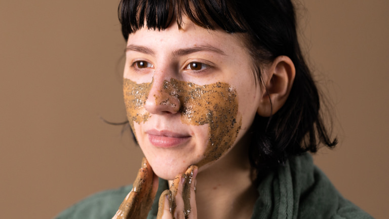 Ansiktsmask med kaffe