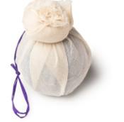 deep sleep é uma bomba de banho com flores de lavanda e camomila embrulhadas em musselina biodegradável