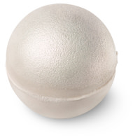 una bomba de baño redonda y brillante de color blanco en forma de perla