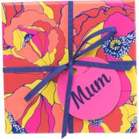 Uma caixa vibrante, amarela, cor-de-rosa e azul com produtos exclusivos do Dia da Mae