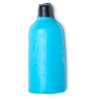 Blau gefärbtes flaschenförmiges nacktes Duschgel mit einer schwarzen Wachsspitze vor weißem Hintergrund