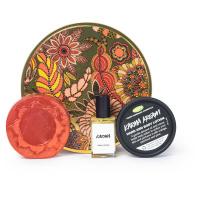 caja de regalo redonda karma con tres productos lush para el cuidado del cuerpo