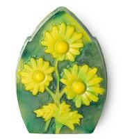 Chamomile Lawn, grüne Seife mit palmölfreier Basis und mit gelben 3D Blumen gedruckt.