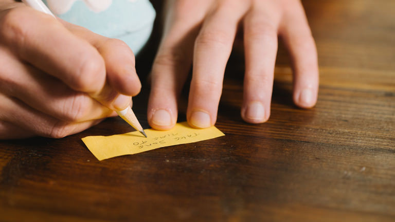 Chamomile Flower Badebombe: Schreibe deine persönliche Nachricht auf den Zettel
