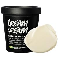 La textura de color crema de la crema corporal con leche de avena calmante Dream Cream más el bote negro