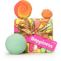 Färdiginslaget paket som heter Happiness från Lush med badprodukter