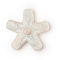 Ein Fidget Spinner als Schaumbad in Form von einer weiß-blauen Schneeflocke