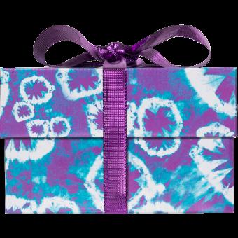 Caixa azul e lilás com fita roxa