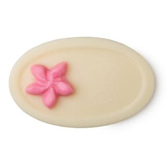 Ovaler, cremeweißer Massagebar mitpinker 3D Blume als Akzent