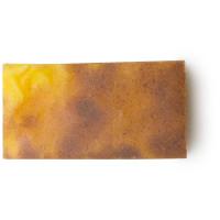 Ein Stück gelbe Sandstone Seife mit Sand und Zitronenduft