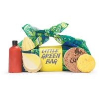regalo con productos para la ducha envuelto en tela reutilizable