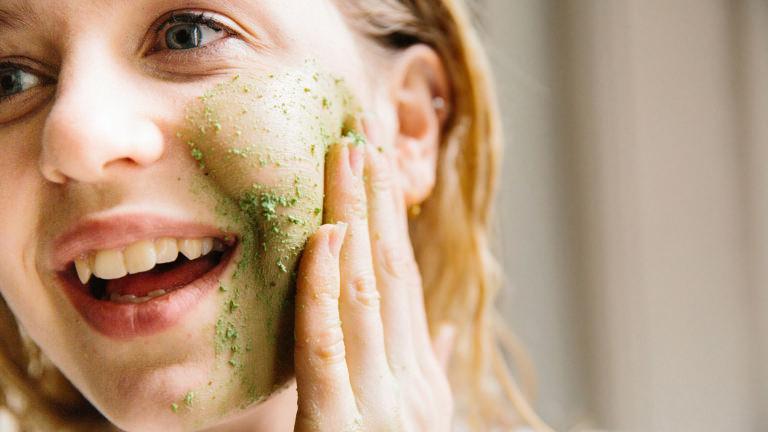 Herbalism, unser frischer Reiniger für Gesicht und Körper, sorgt für eine ausgeglichene und revitalisierte Haut.