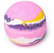 Marshmallow world é uma das bombas de banho com aroma doce de baunilha e morango