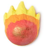fireball é uma das bombas de banho exclusivas de natal com o formato de uma chama vermelha laranja e amarela para um banho bem quente