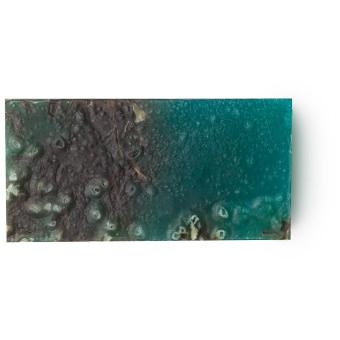 Ein Stück blaue Sea Vegetable Seife mit Algen und Lavendel