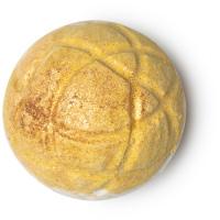 Turmeric Latte Bomba da bagno - Gialla e bella come il sole! Risplende nella vasca per coccolare la pelle con frizzanti raggi di curcuma e latte di cocco.