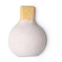 bom perignon é uma bomba para banho branca com óleos de toranja e tangerina quase parece uma garrafa de champanhe dom perignon