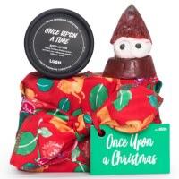 Ein in ein rotes Tuch verpacktes Geschenk