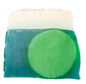 jabón de color azul, verde y blanco