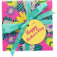 Uma caixa com motivos florais recheada de produtos exclusivos do Dia da Mae 2018