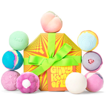 A groovy kind of love lush bath gift set with array of bath bombs
