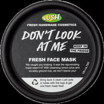 Vista dall'alto della confezione della Maschera Fresca per il viso illuminante ed esfoliante Don't Look At Me