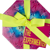 The Experimenter caja de regalo de color rosa con bombas de baño