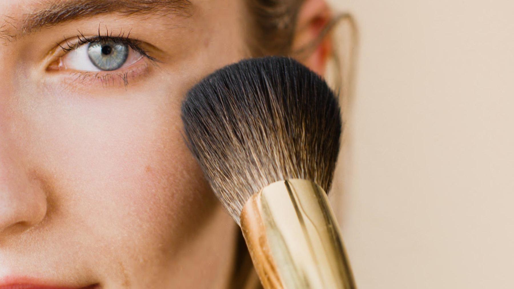 people_powder_make_up_brush_hero