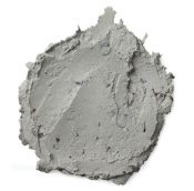 Dicke, graublaue Creme mit sichtbaren Heidelbeerstücken