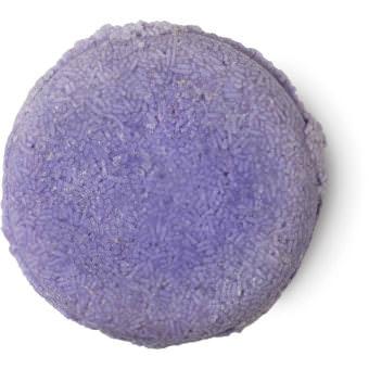 Jumping Juniper ist ein violettes, festes Shampoo ohne Verpackung