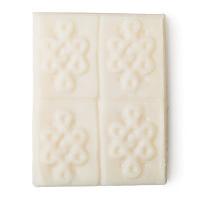 Aromaco desodorante natural sin aluminio de color blanco y sólido