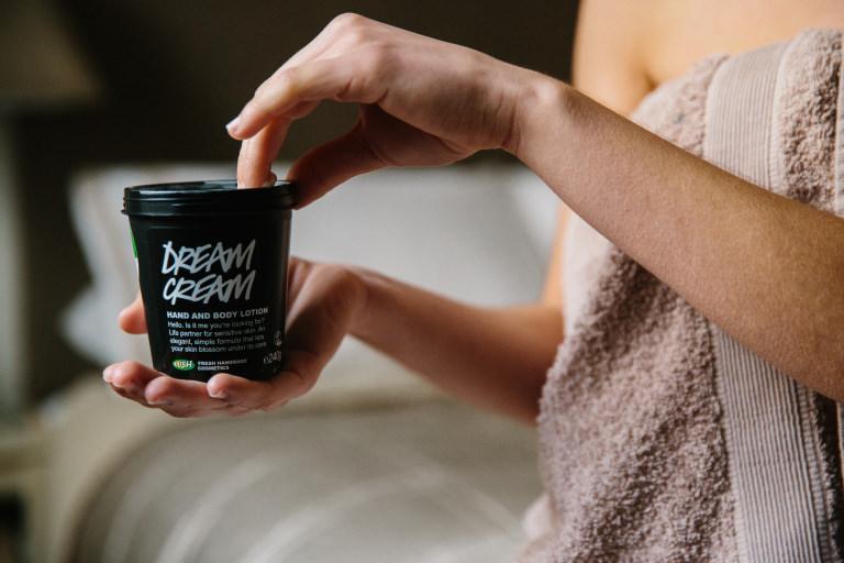 oaty creamy dreamy moisturising shower cream
