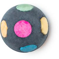 Worlds smallest disco é uma das bombas de banho de natal de cor preta e bolas coloridas à volta com óleo de conhaque para te fazer dançar a noite toda
