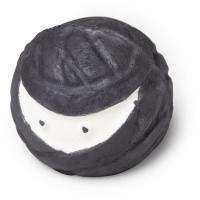 ninja bomba de baño vegano de color negro y blanco en forma de ninja