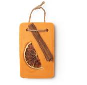 Rechteckiges, Oranges Ölbad mit Zimt und getrockneten Orangenscheiben als Dekorationen