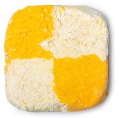 rechteckiges gelb und weißes schaumbad im schachbrettmuster
