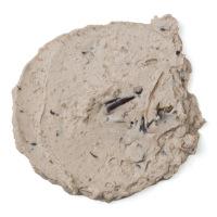 Dicke, gräuliche Creme mit sichtbaren Algenstücken