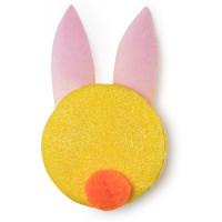 Shampoo solido giallo con orecchie da coniglio azzurre e pompon rosso