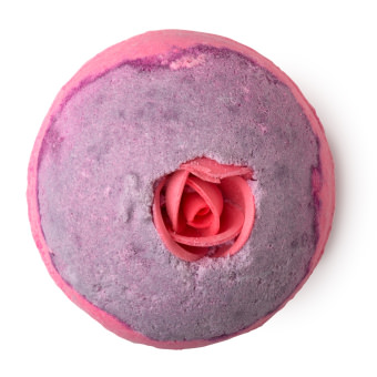 lush, fürdőbomba, rózsaszín, szójatejpor, szappanrózsa