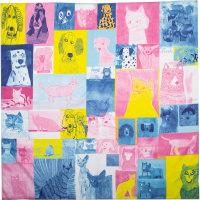 Ein Tuch mit blauem, gelbem und pinkem Schachbrettmuster mit Bildern von Katzen und Hunden in den Rechtecken