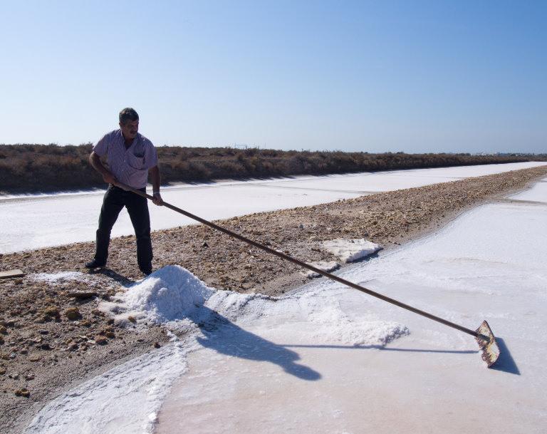 salt_harvesting_la_esperanza_salt_pans._credit_-_julian_hoffman.jpg
