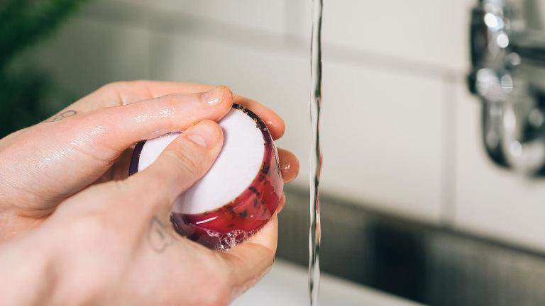 Lavender Vida Loca Seife beim Händewaschen
